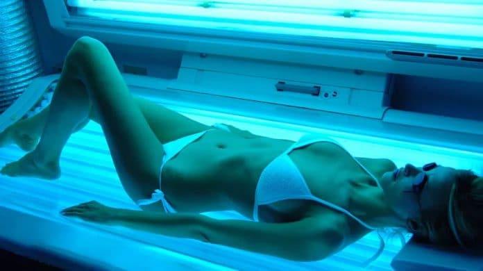 image de cabine de bronzage en relation avec le cancer de la peau