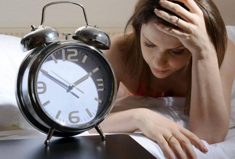 Pulsions alimentaires, envie de sucre et de gras : c'est le manque de sommeil