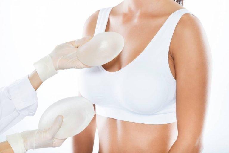 Augmentation mammaire : comment se déroule la phase postopératoire ?