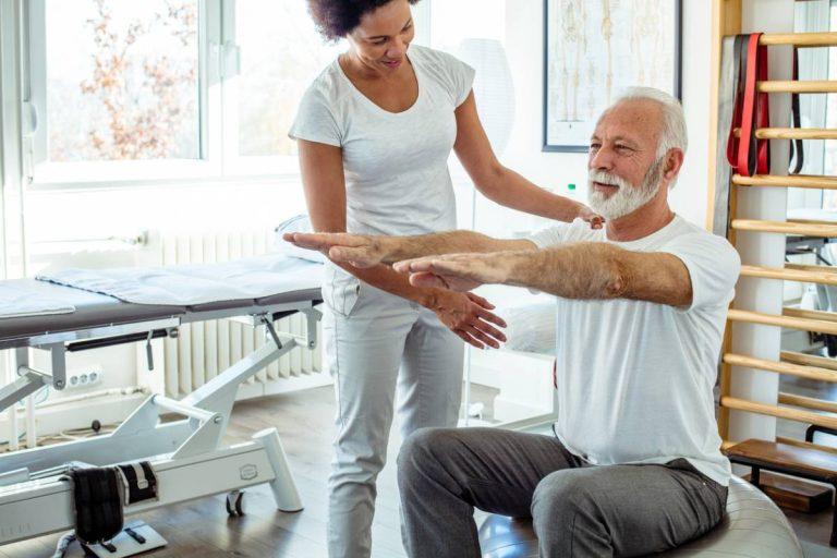 Masseur et kinésithérapeute : quel équipement pour bien commencer ?
